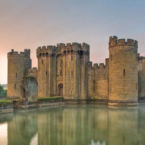 il fossato del castello una fogna sporca